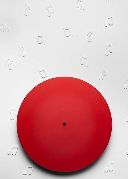 Vinyle Rouge Avec Des Notes De Musique Photo gratuit