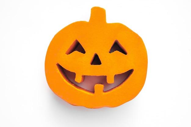 Visage citrouille halloween se bouchent sur le fond blanc Photo Premium