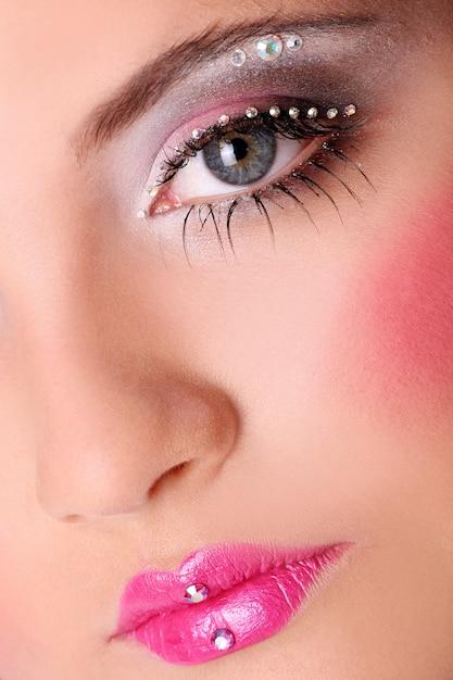 Visage de femme fashion avec beau maquillage Photo gratuit