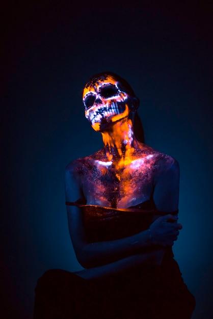 Visage de fille peint crâne uv Photo Premium