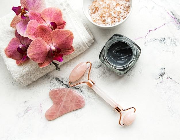 Visage Rouleau Et Masque De Jade Photo Premium