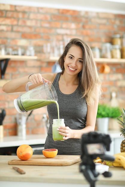 Vlogger Alimentaire Photo gratuit