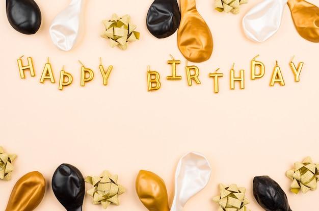 Voir Ci-dessus Des Ballons D'anniversaire Avec Copie-espace Photo Premium