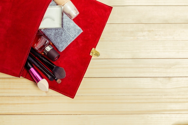 Voir le sac de femmes trucs sur bois Photo Premium