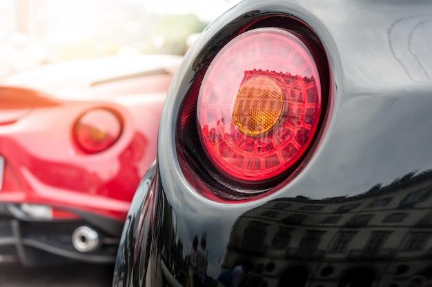 Voiture arrière rouge et noire Photo Premium