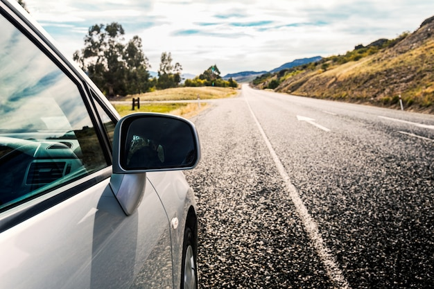 Voiture sur la route Photo gratuit