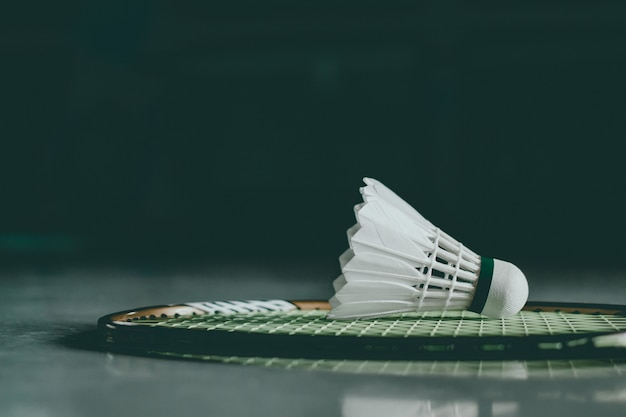 Volants Et Raquette De Badminton. Photo Premium