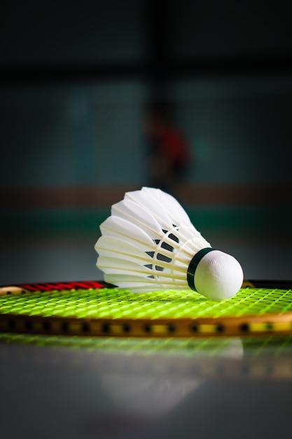 Volants Et Raquette De Badminton. Photo Premium