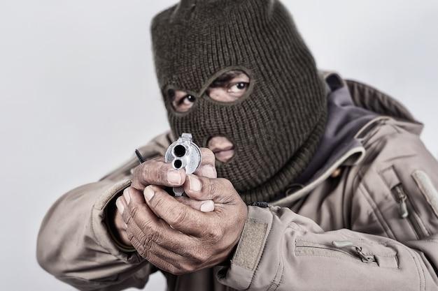 Voleur et pistolet à la main Photo Premium