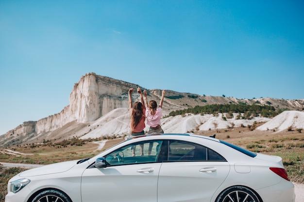 Voyage D'été En Voiture Et Enfants En Vacances Photo Premium