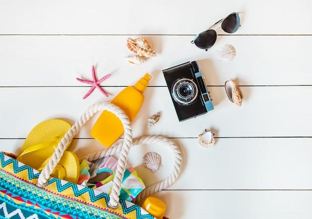Voyage de fond. tour de mer, objets. mise au point sélective. Photo Premium
