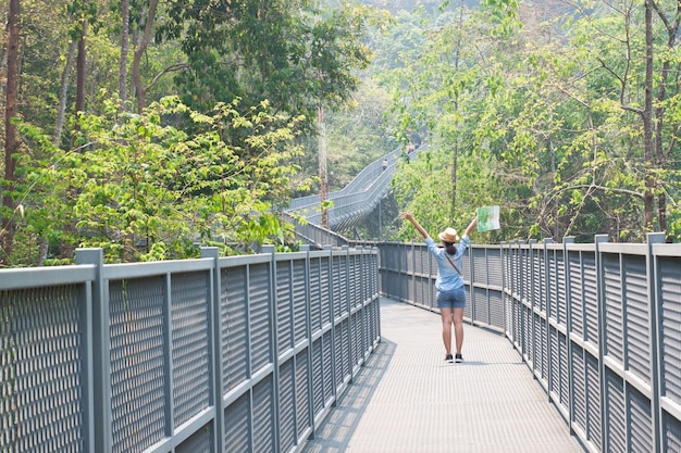 Voyage jeune femme belle personne voyage Photo gratuit