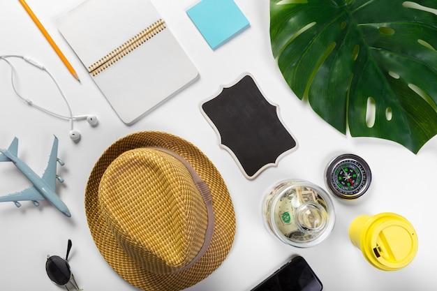 Voyage, vacances d'été, tourisme et concept d'objets Photo Premium