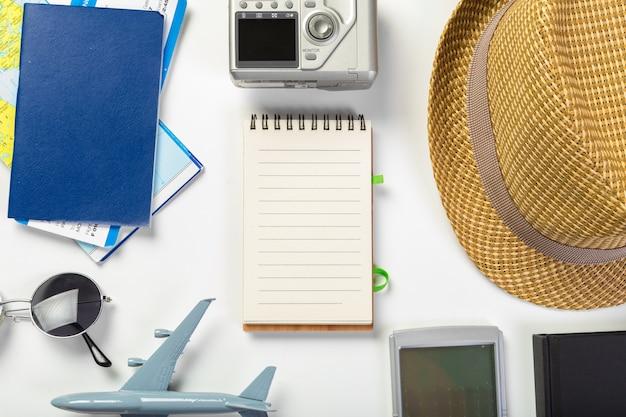 Voyage, vacances d'été, tourisme et objets Photo Premium