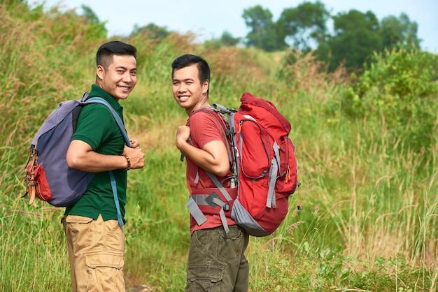 Voyageurs Avec Des Sacs à Dos Photo gratuit