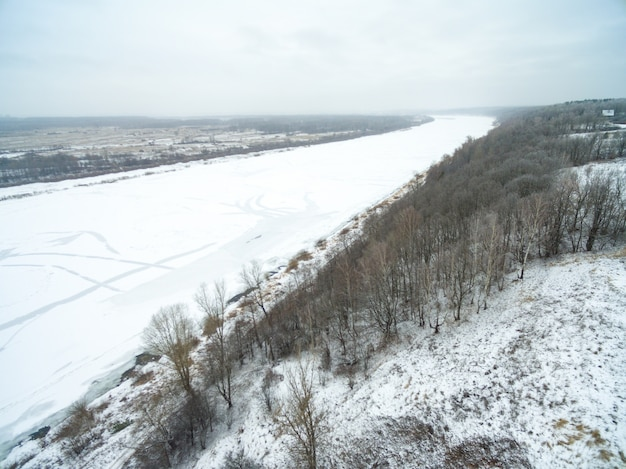 Vue aérienne de la campagne couverte de neige Photo gratuit