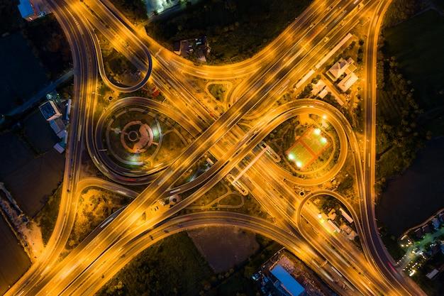 Vue aérienne des carrefours d'autoroute Photo Premium