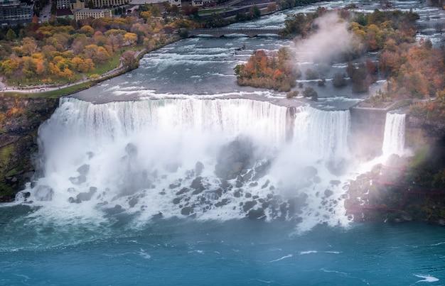 Vue aérienne de la cascade du niagara. Photo Premium