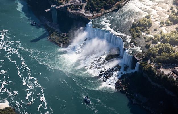 Vue aérienne, de, chutes niagara, canada Photo Premium