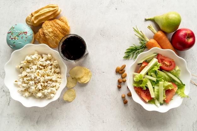 Vue aérienne de la cuisine délicieuse montrant le concept d'ajustement et de gras Photo gratuit