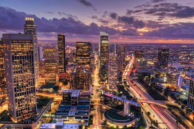 Vue Aérienne Du Centre-ville De Los Angeles La Nuit Photo gratuit