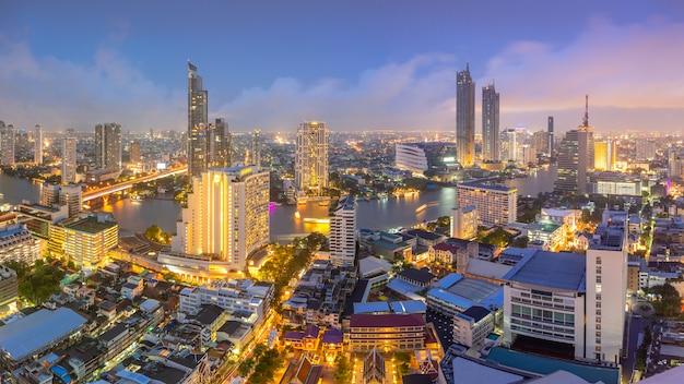 Vue Aérienne Du Centre-ville De La Ville De Thaïlande Avec Les Gratte-ciels, Centres De Bâtiments Financiers Et Commerciaux. Photo Premium