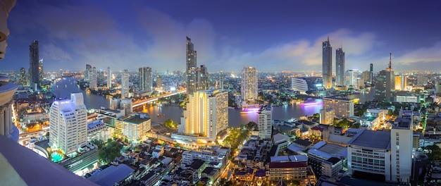 Vue aérienne du centre-ville de la ville de thaïlande avec des gratte-ciels, des centres de bâtiments. Photo Premium