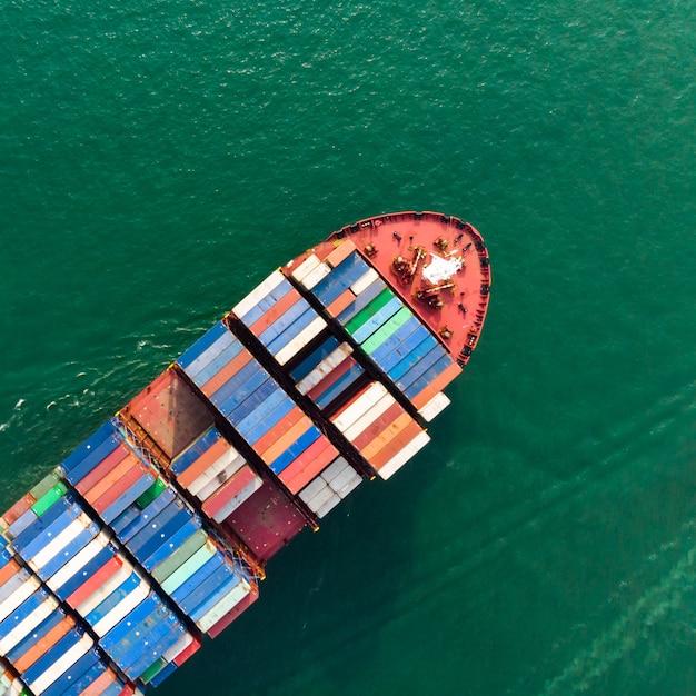 Vue aérienne du fret maritime Photo Premium