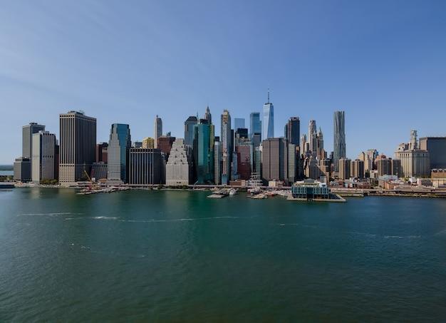 Vue Aérienne Du Panorama De La Ville De New York Avec Les Immeubles De Bureaux Manhattan Skyline Ny Us Photo Premium