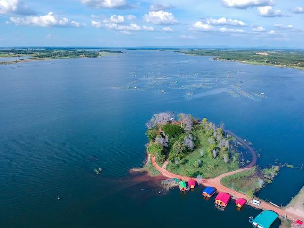 Vue aérienne du paysage du village à thiland. Photo Premium