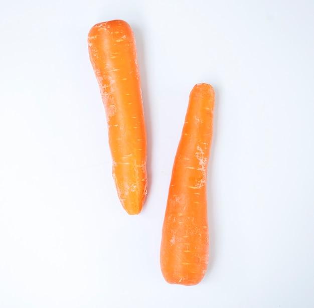 Vue aérienne, de, frais, organique, carottes, à, fond blanc Photo gratuit