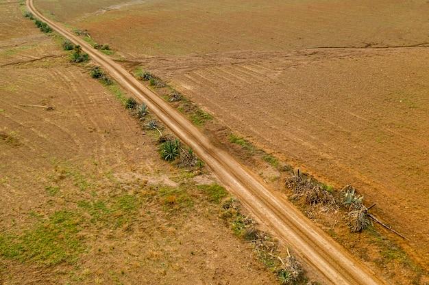 Vue Aérienne Panoramique Du Paysage D'une Route Dans Les Plaines Photo gratuit
