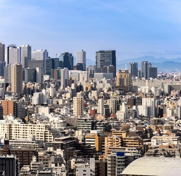 Vue aérienne shinjuku de gratte-ciels de tokyo. Photo Premium