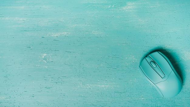 Une vue aérienne de la souris sur fond turquoise Photo gratuit