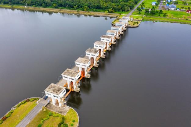 Vue Aérienne De Utho Wipat Prasit Vannes De Jour à Pak Phanang Photo Premium