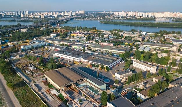 Site industriel - Usines - Entrepôts - Cheminées - Production - SchoolMouv - Géographie - CM1