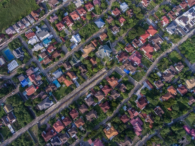 Vue aérienne de la zone résidentielle. industrie de la construction immobilière, foncière et immobilière. Photo Premium