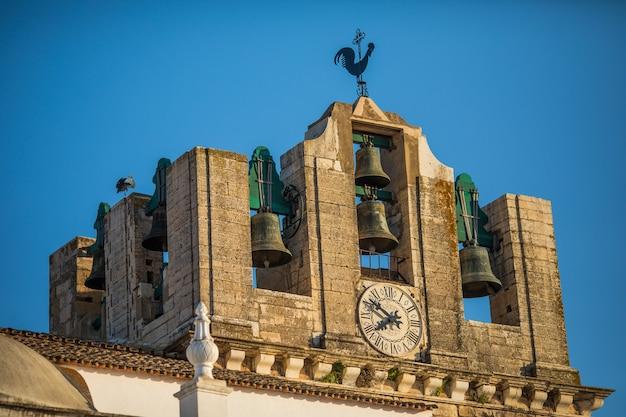 Vue Sur L'architecture Sur La Rue De La Vieille Ville De Faro, Algarve, Portugal. Photo gratuit