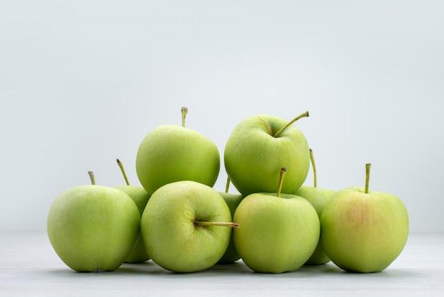 Vue Avant Des Pommes Vertes Bordées De Gris Photo gratuit