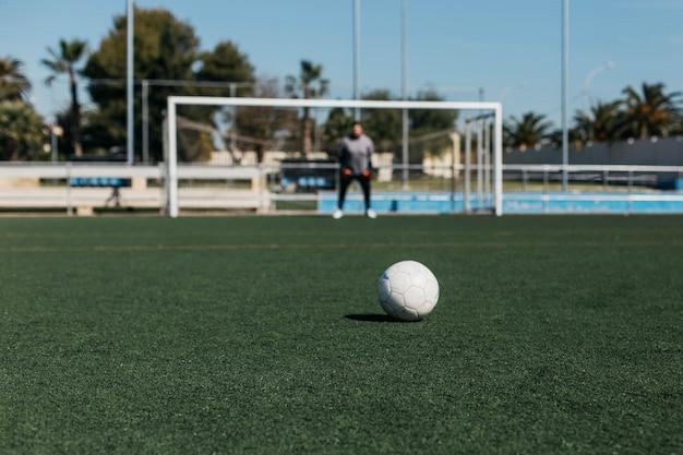 Vue de la balle regardant vers le but Photo gratuit