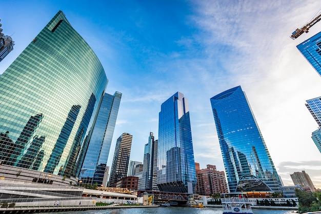 Vue Des Bâtiments De Chicago Dans Une Journée Ensoleillée Photo Premium