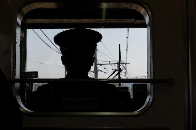 Vue de conducteur de chemin de fer en japonais, chef de train. Photo Premium