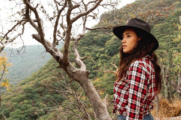 Vue côté, femme, nature, explorer Photo gratuit