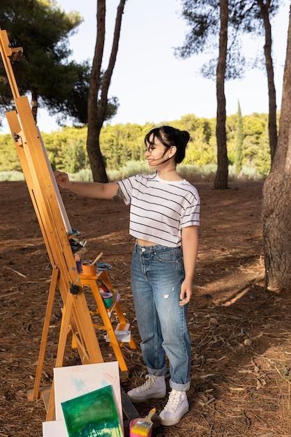 Vue Côté, De, Femme, Peinture, Dehors, Sur, Toile Photo gratuit