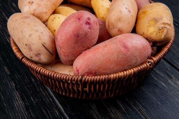 Vue Côté, De, Pommes Terre, Dans, Panier, Sur, Table Bois Photo gratuit