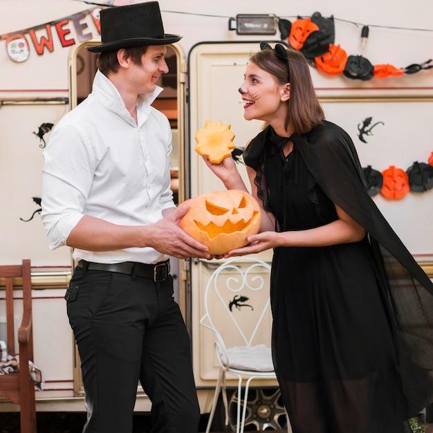 Vue Côté, Smiley, Couple, Porter Costumes Photo gratuit