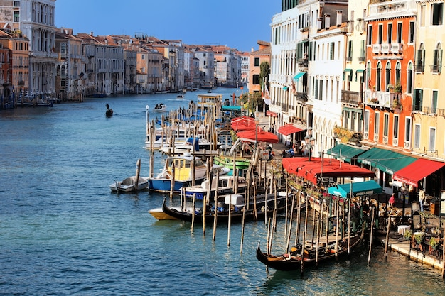 Vue Depuis Le Pont Du Rialto à Venise, Italie Photo gratuit
