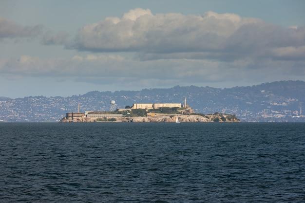 Vue Depuis La Prison D'alcatraz Dans La Baie De San Francisco, Californie Photo Premium