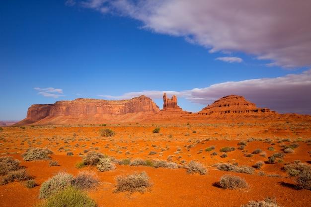 Vue depuis la route panoramique américaine jusqu'à monument valley, dans l'utah Photo Premium