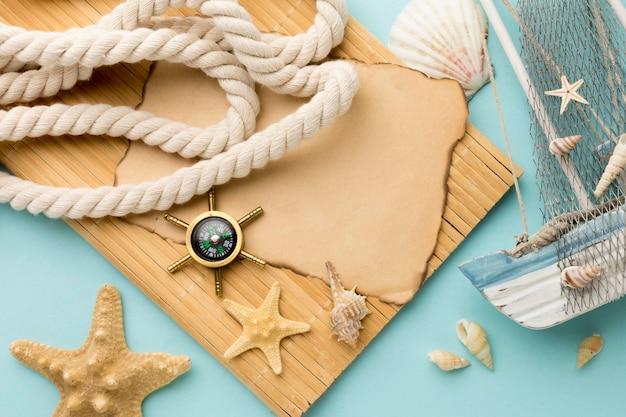 Vue De Dessus Des Accessoires D'été Sur La Table Photo gratuit
